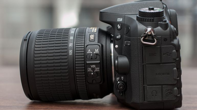 Nikon D7100 body and lens