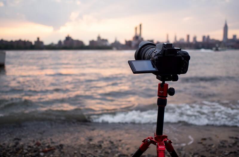 Nikon D5200 on a tripod on the shore
