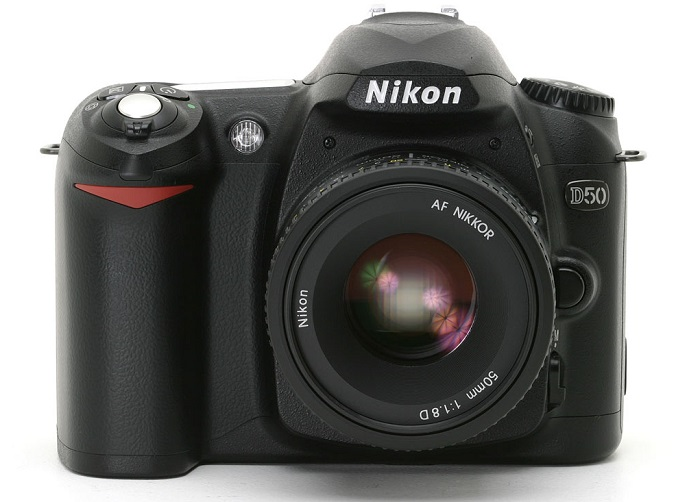 Nikon D50 body and lens
